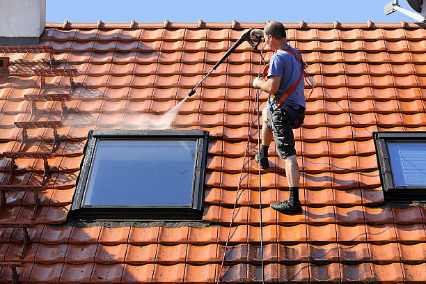 سقف خانه باید با قدرت شسته شود