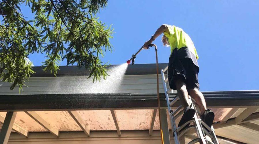 شست و شوی پشت بام خانه